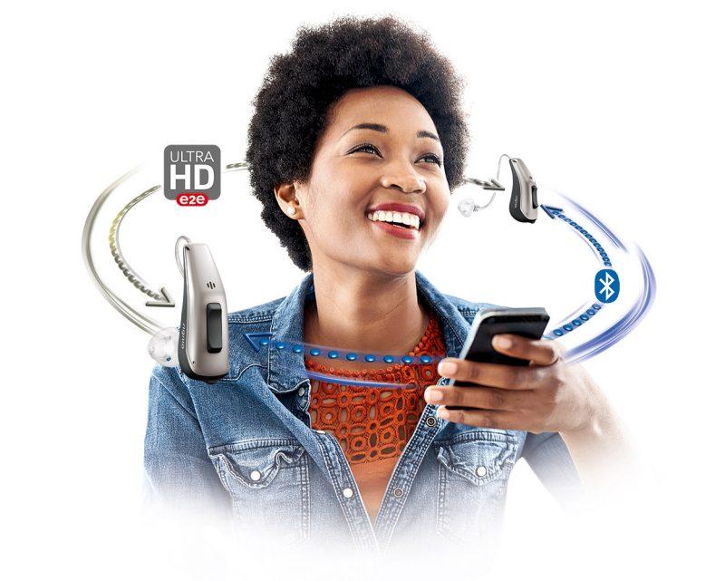 سمعکهای هوشمند وایرلس قابلیت اتصال به موبایل و یکدیگر را دارند.